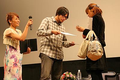 http://www.mirai-cinema.jp/image/img_100921-14.jpg