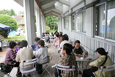 http://www.mirai-cinema.jp/image/img_100921-9.jpg